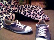 ~~ SIZE 6 NAVY BLUE CONVERSE ~~